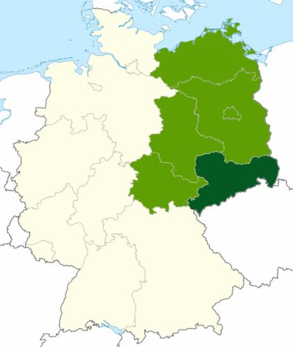 Karte der BRD, die Bundesländer Mecklenburg-Vorpommern, Brandenburg, Berlin, Sachsen-Anhalt, Thüringen sind grün markiert, Sachsen ist dunkelgrün markiert
